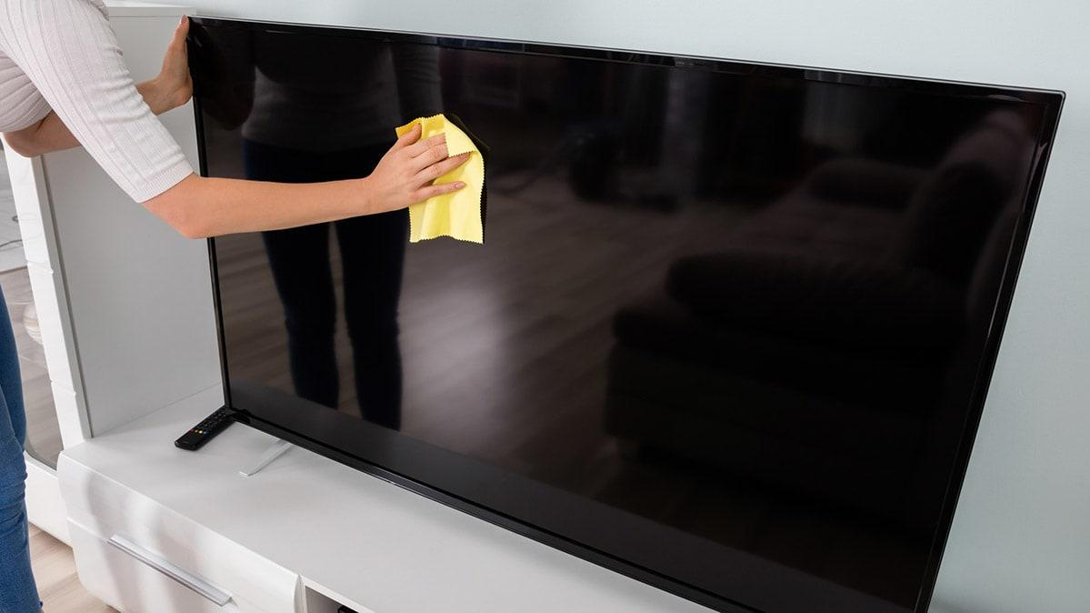 Vệ sinh tivi màn hình phẳng đúng cách