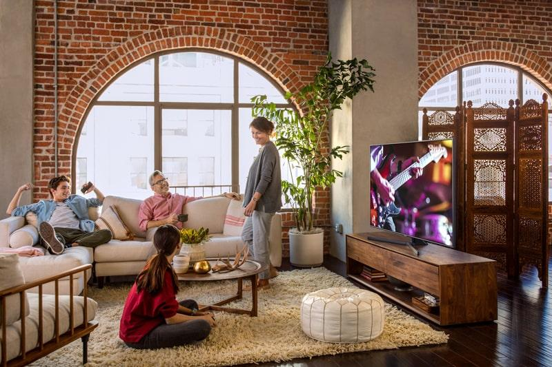 Tivi Samsung UA43NU7400 thiết kế đẹp