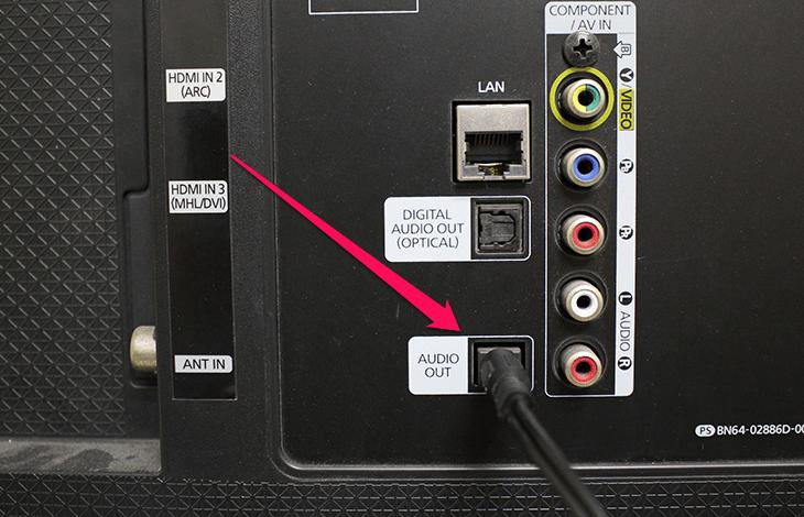 Hát karaoke trên smart tivi kết nối loa kéo