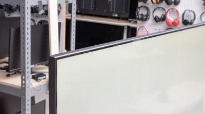 Viền màn hình (0,9 cm)
