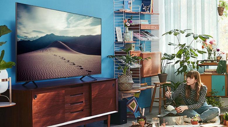 Tivi Samsung UA55TU7000 có thiết kế tràn viền rất ấn tượng