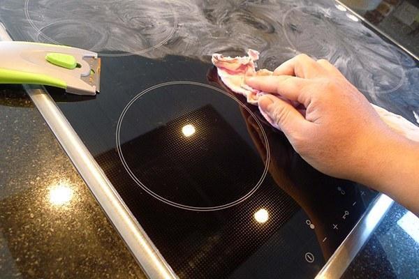 Cách vệ sinh bếp từ đơn giản