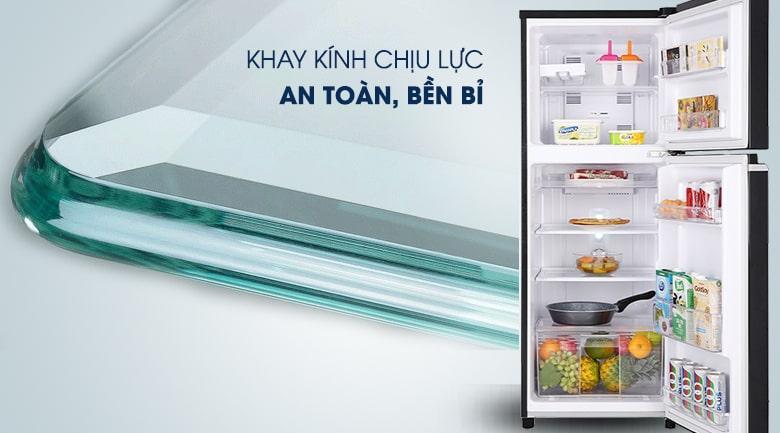 Tủ lạnh Panasonic NR-BA229PKVN chứa đồ nhiều trên khay kệ nhờ sử dụng kính chịu lực tốt