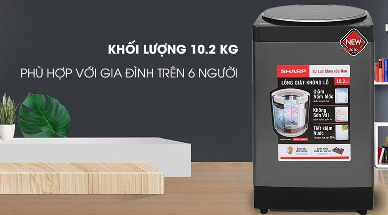 Máy giặt Sharp ES-W102PV-H hiện đại với vỏ màu bạc titan sử dụng được cho 6 thành viên