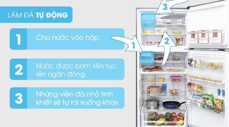 Tủ lạnh Electrolux ETE5722BA với 3 bước làm đá tự động nhanh chóng, đơn giản