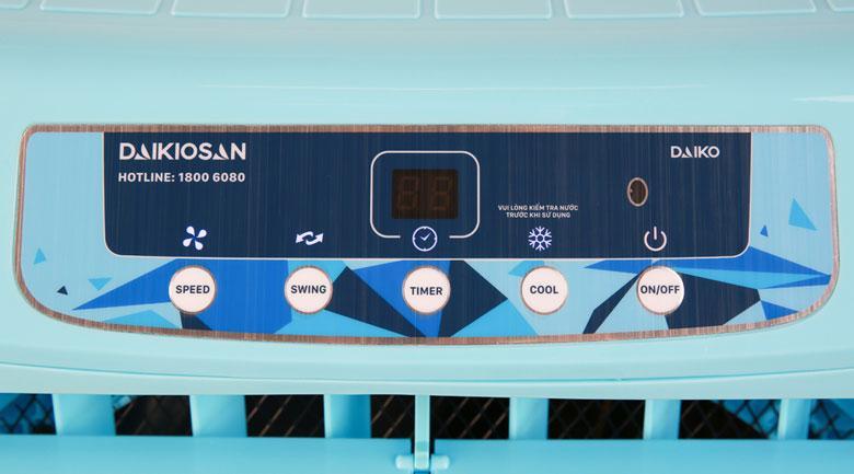 Bảng điều khiển nút nhấn kèm màn hình hiển thị rõ nét, tiện quan sát và tùy chỉnh các chức năng