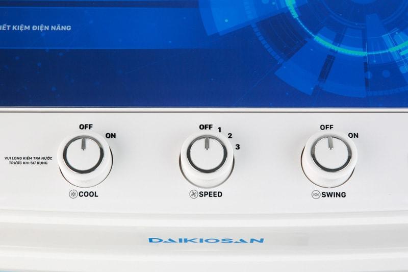 Quạt điều hoà Daikiosan DKA-04000C sử dụng bảng điều khiển núm xoay dễ thao tác