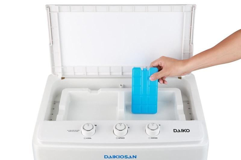 Quạt điều hoà Daikiosan DKA-04000C tặng kèm 2 hộp đá khô hóa học tăng hiệu quả làm mát