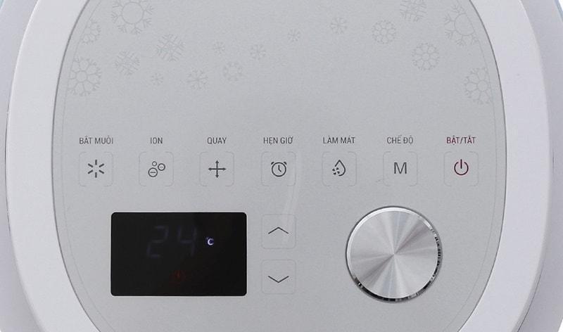 Bảng điều khiển có màn hình LED hiển thị dễ hiểu, dễ sử dụng