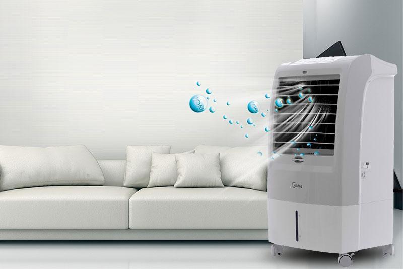 Quạt điều hòa Midea AC120-15F có các ion giải phóng ra ngoài diệt khuẩn, khử mùi hôi hiệu quả