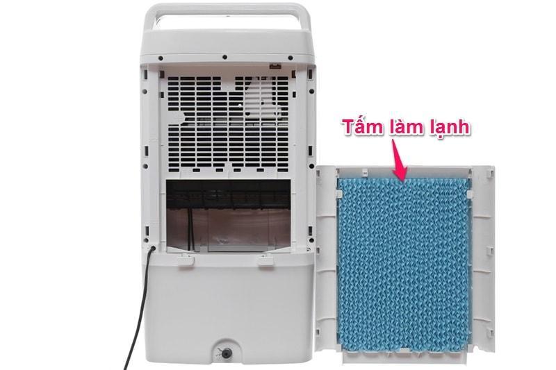 Sử dụng tấm làm lạnh dày 40 mm giữ hơi nước tốt và bền bỉ