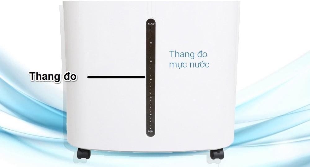 Phía dưới thân máy của quạt có thang đo hiển thị mực nước trong suốt, tiện lợi quan sát