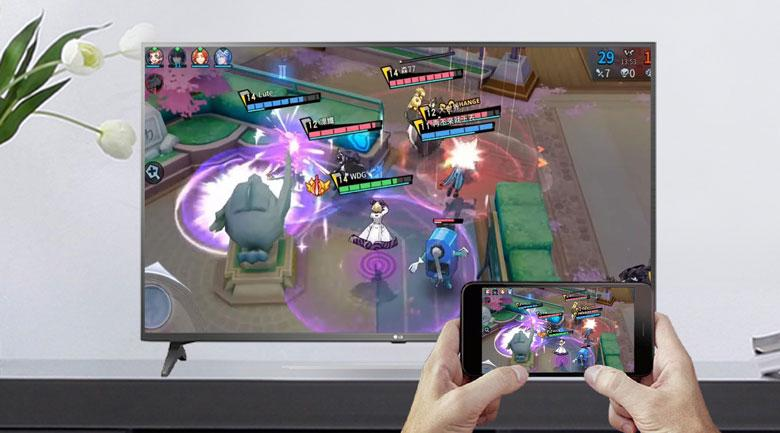 Tivi LG 49UN7290PTF có thể chiếu điện thoại lên màn hình TV rất đơn giản