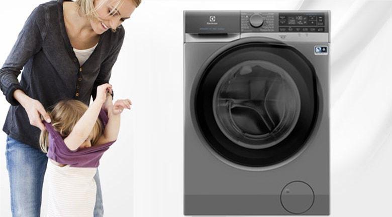 Trang bị chức năng thêm đồ khi giặt rất tiện lợi