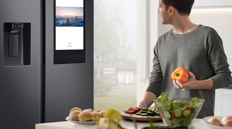 Trang bị màn hình Family Board giúp không gian bếp không nhàm chán