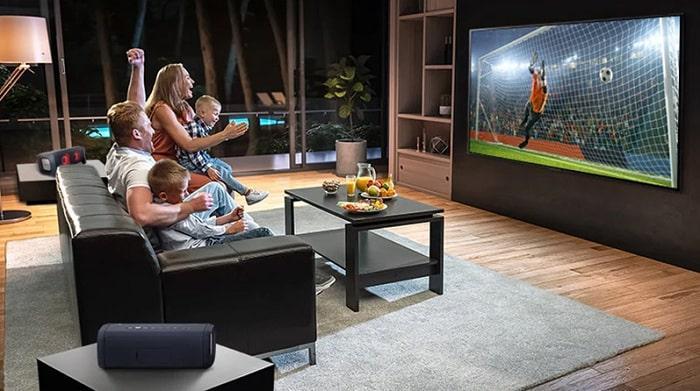Tivi LG 43NANO77TPA mang cả sân vận động về ngôi nhà của bạn