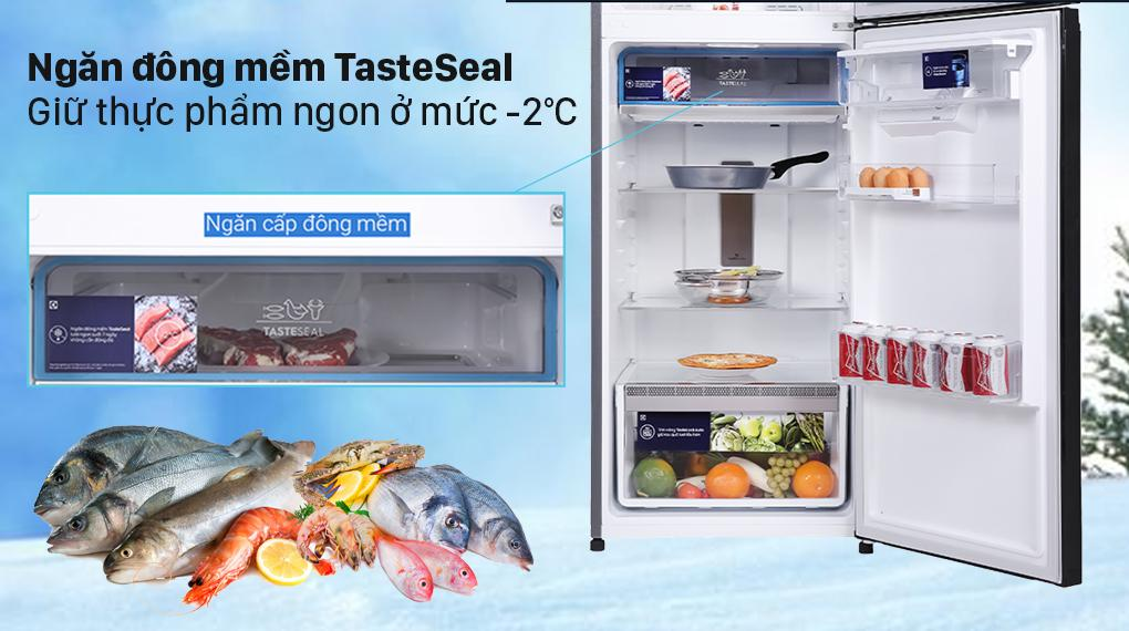 Tủ lạnh Electrolux ETB3440K-H sở hữu ngăn đông mềm TasteSeal bảo quản tốt và không cần rã đông