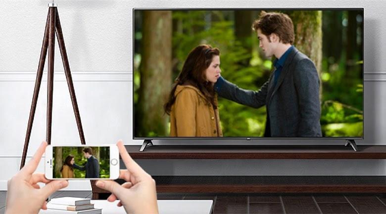 Tivi OLED LG 48A1PTA chiếu màn hình điện thoại lên tivi