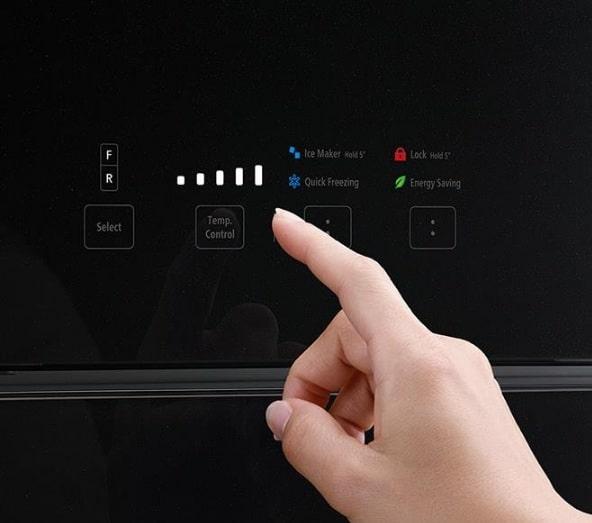 Tủ lạnh Hitachi R-FG560PGV8 GBK bảng điều khiển cảm biến hiện đại