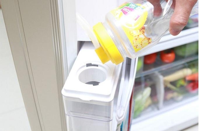 Tủ lạnh Samsung RB27N4190BU làm đá tự động tiện lợi