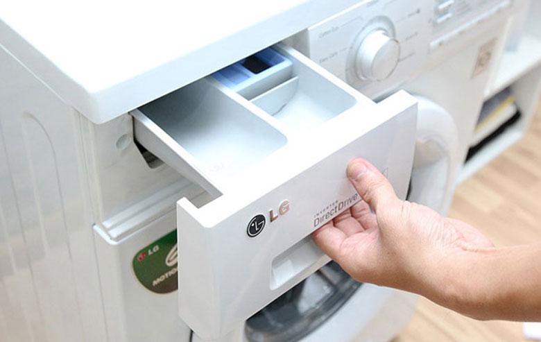 Hướng dẫn cách vệ sinh máy giặt LG: vệ sinh ngăn chứa nước giặt xả