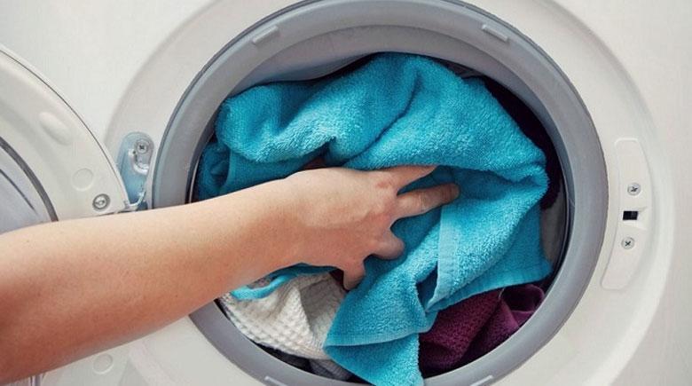 máy giặt LG không vắt được dó quần áo không cân đối