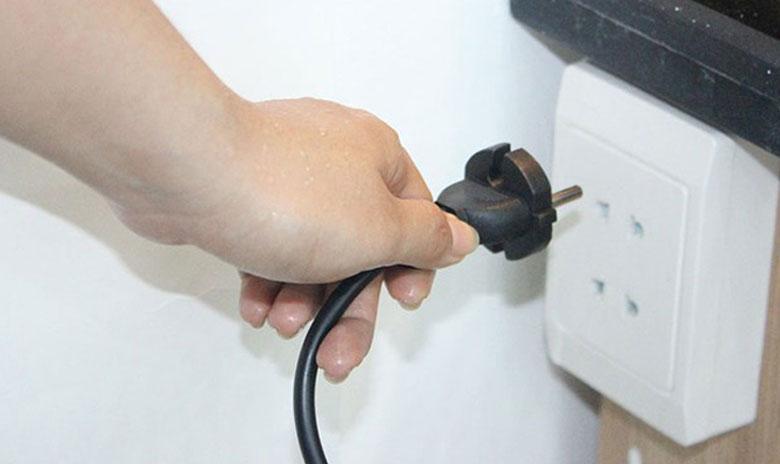 Cách khắc phục máy giặt Electrolux không vào điện do jack