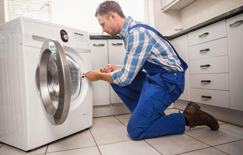 Liên hệ bảo hành hỗ trợ xử lý máy giặt Electrolux không vào điện