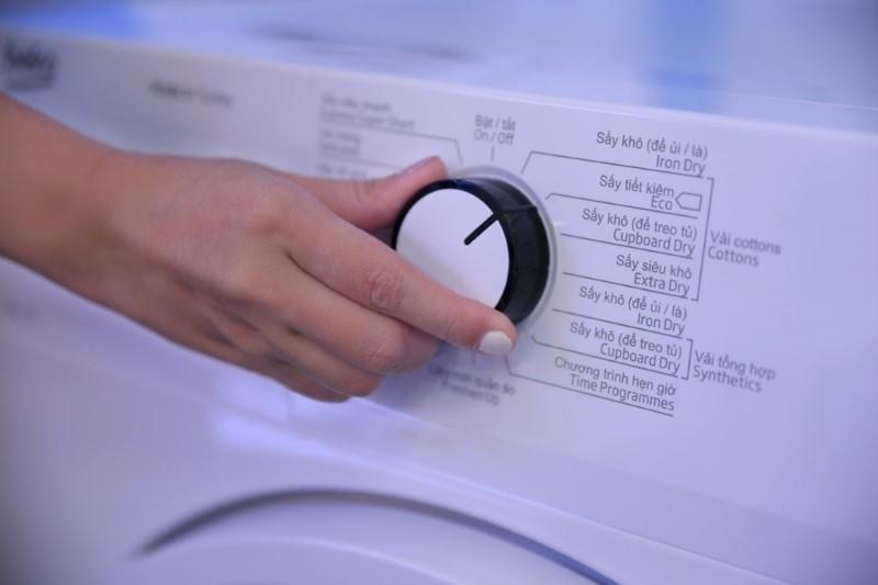 Người dùng hãy chọn chương trình sấy phù hợp với từng loại vải